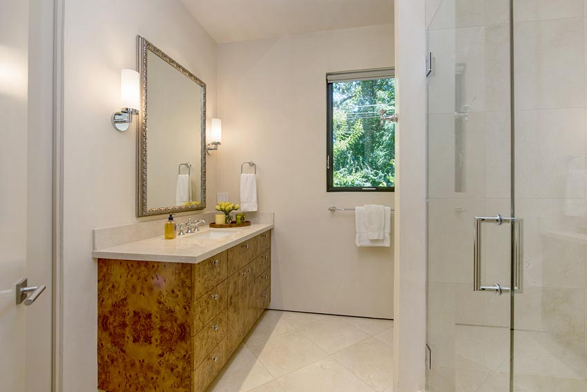 Bathroom and 3rd bedroom