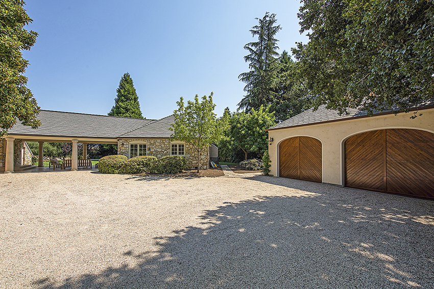1871 Cabernet Lane Saint Helena garage
