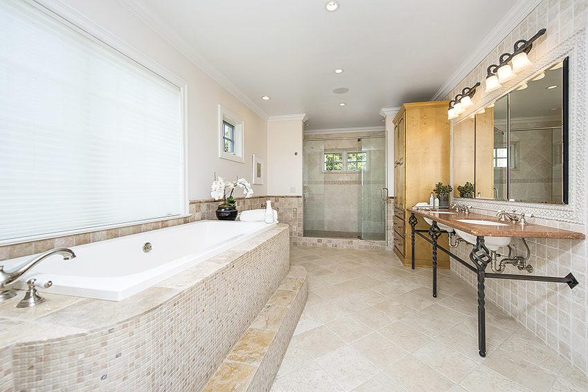 1871 Cabernet Lane Saint Helena master bathroom