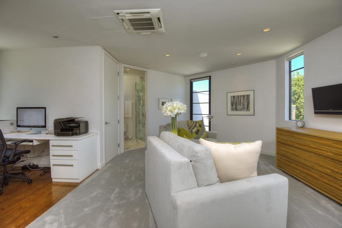 Calistoga estate upstairs bedroom