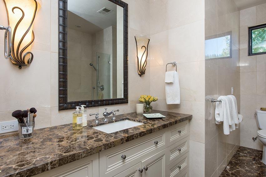 478 Elmshaven Road St Helena apartment bathroom