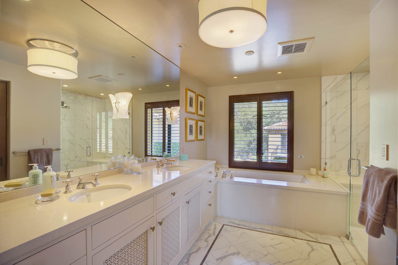 Dual sinks and bathtub 303 Deer Park St Helena California