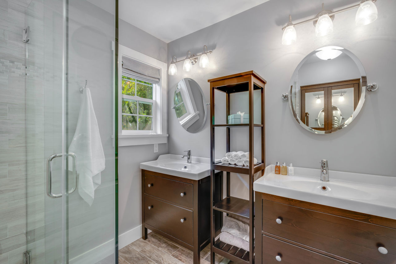 Bathroom sinks 466 Elmshaven Rd